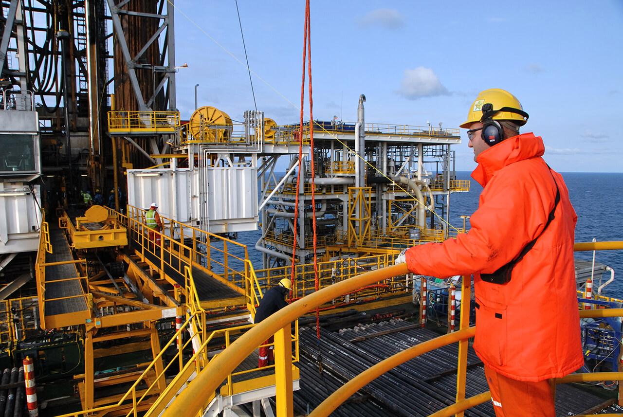 Resultado de imagem para BP oil  offshore